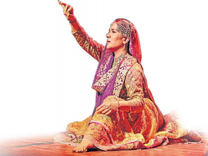 For internationally renowned Sufi kathak danseuse, Manjari Chaturvedi, who has knitted together the classic vein of kathak with the mysticism of Sufi, the world is a stage.