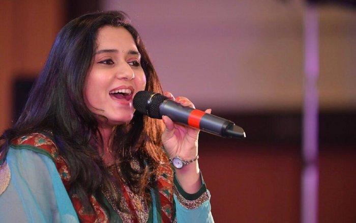Singer Priya Saraiya has been wowing us with her glorious voice in chartbusters including Sun Saathiya